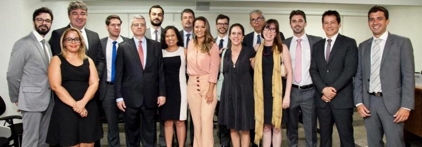 CERIMÔNIA PRESTIGIADA MARCA A POSSE DOS CONSELHEIROS ELEITOS DA PGE/SP- Presidente do Sindiproesp pede apoio das demais instituições jurídicas para o encaminhamento de projeto de lei de carreira de apoio para a PGE/SP.